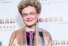 Photo of СынЕлены Малышевой лечит инфицированных больных