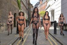 Photo of Женщины устроили наулице дефиле внижнем белье