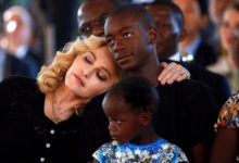 Photo of Почему Мадонна усыновила 4африканцев